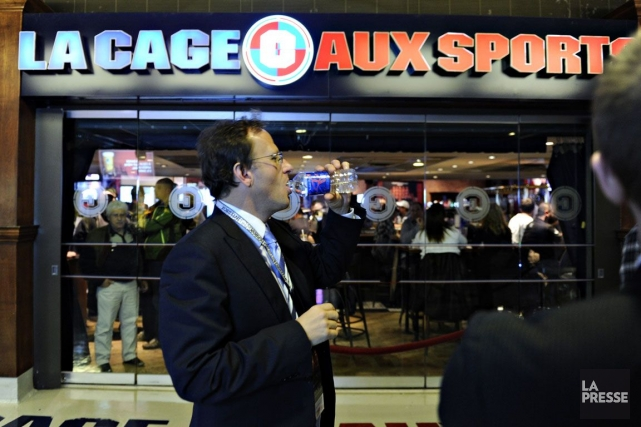 La bannière La Cage aux sports regroupe un... (Photo Bernard Brault, Archives La Presse)