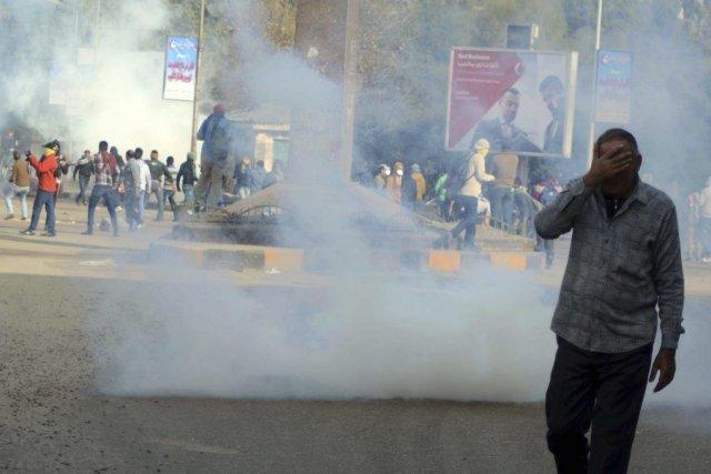 Dans la capitale, des manifestants ont tiré des... (Photo Ahmed Omar, AP)