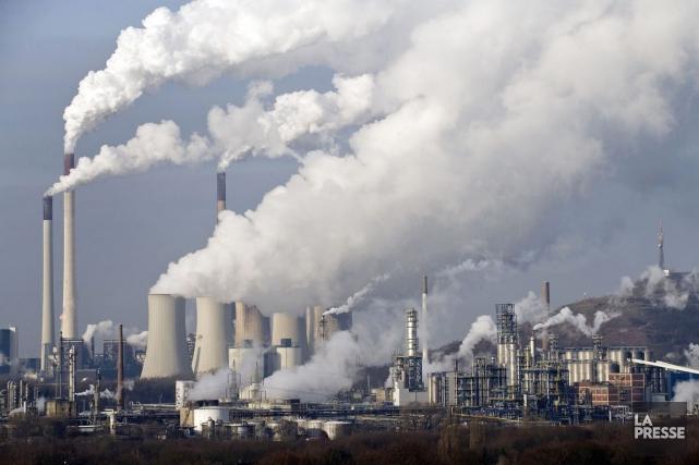 Mme Wynne affirme que les changements climatiques coûtent... (PHOTO MARTIN MEISSNER, ARCHIVES AP)