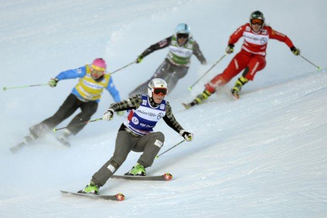La Canadienne Marielle Thompson (à l'avant-plan) a terminé... (Photo Philippe Desmazes, AFP)