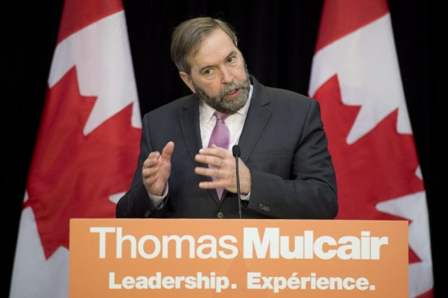 Thomas Mulcair a pris la parole devant les... (PHOTO Adrian Wyld, PC)
