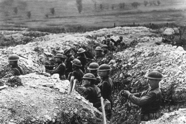 Des soldats américains se tiennent à l'affût dans... (Photo: archives AP)