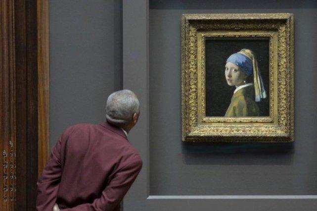 La jeune fille à la perlede Vermeer... (Photo: AFP)