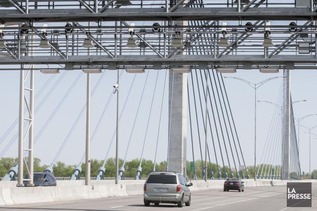 Le pont à péage de l'autoroute 25, entre... (Photo Olivier PontBriand, archives La Presse)