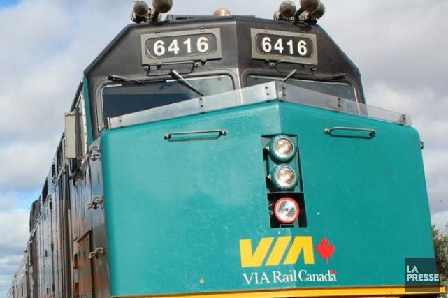 Les liaisons de train de passagers Via Rail Toronto-Montréal et Toronto-Ottawa... (Photo archives La Presse)