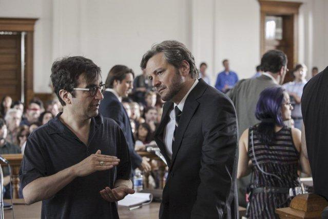 Le réalisateur canadien Atom Egoyan dirige Colin Firth... (PHOTO FOURNIE PAR REMSTAR)