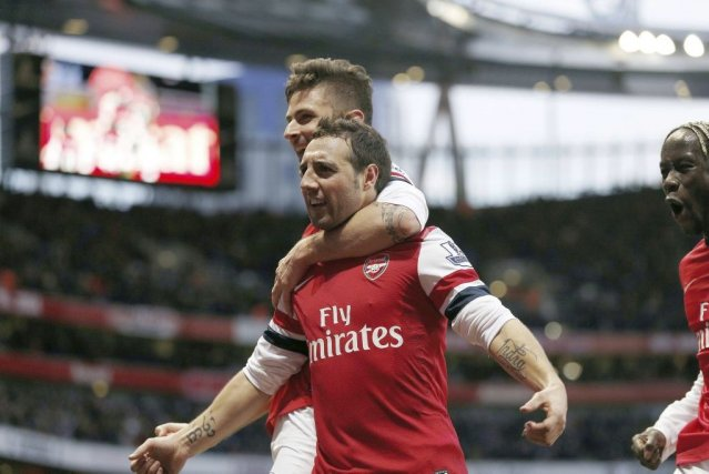 Santi Cazorla a inscrit les deux buts d'Arsenal.... (PHOTO ADRIAN DENNIS, AFP)