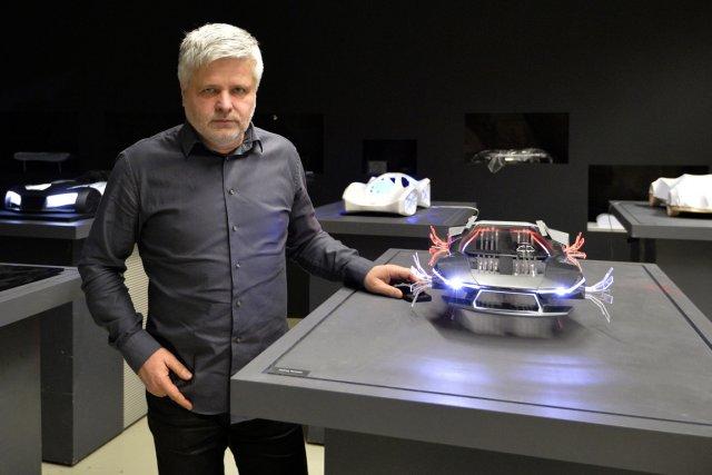 Leconstructeur et concepteurStefan Klein pose à côté d'un... (PHOTO AGENCE FRANCE PRESSE)