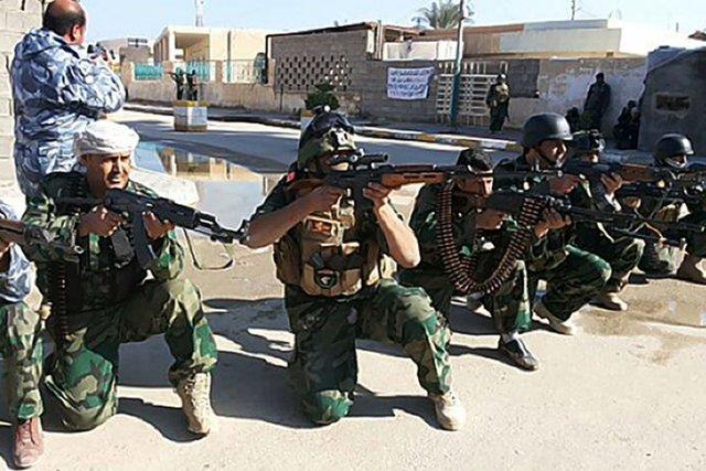 Dimanche, les troupes au sol étaient soutenues par... (Photo AZHER SHALLAL, AFP)
