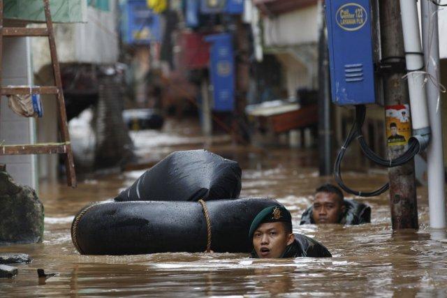 Plus de 50 000 personnes s'étaient l'an dernier... (Photo Achmad Ibrahim, AP)