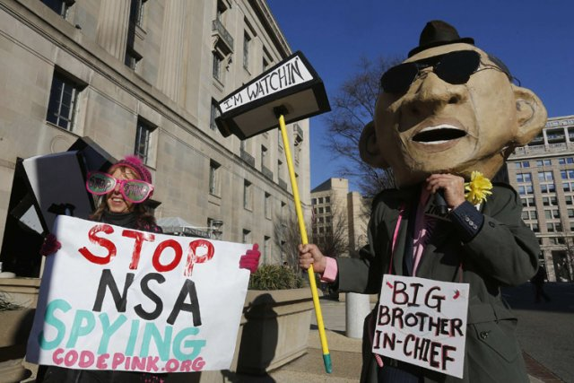 Des manifestants protestaient vendredi contre les politiques de... (Photo: Reuters)