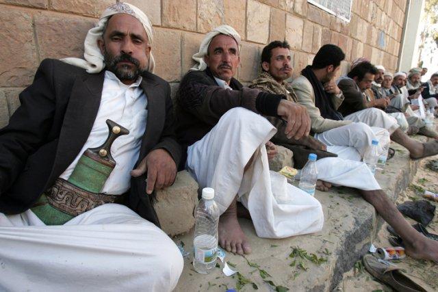 Des hommes mâchent du khat, drogue douce très... (Photo: AFP)