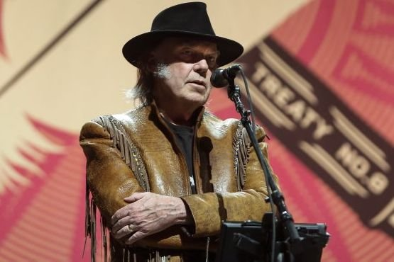 Neil Young a mis fin dimanche soir, à... (Photo: La Presse Canadienne)