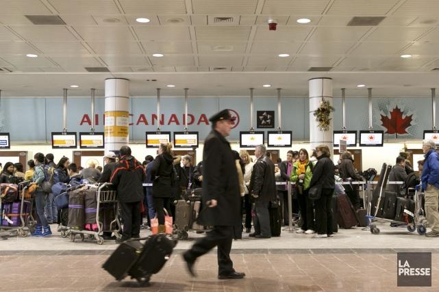 Quelque 578 vols (arrivées et départs) ont été... (Photo Olivier Jean, archives La Presse)