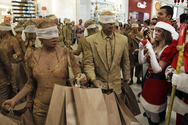 Alors que le commerce de détail semble être... (PHOTO NUNO GUIMARES, REUTERS)