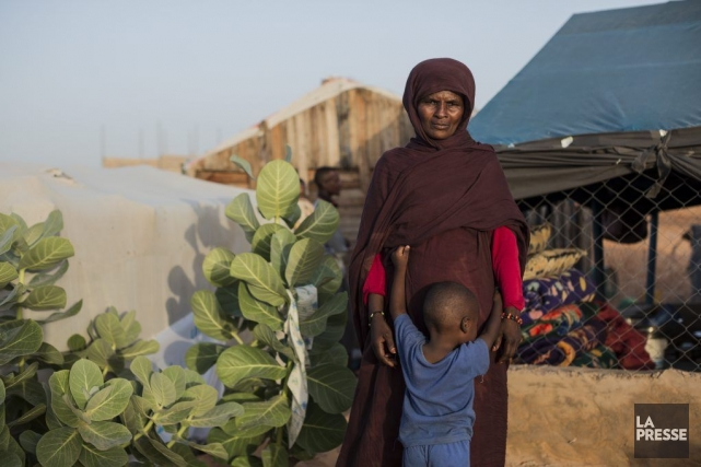 Chada Mint M'Beyrick et son fils, Bellal.... (Photo Édouard Plante-Fréchette, La Presse)