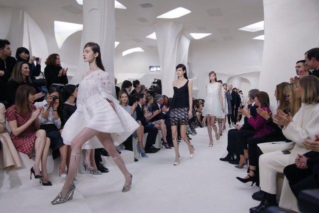 Raf Simons, directeur artistique de Christian Dior,propose des... (Photo GONZALO FUENTES, Reuters)