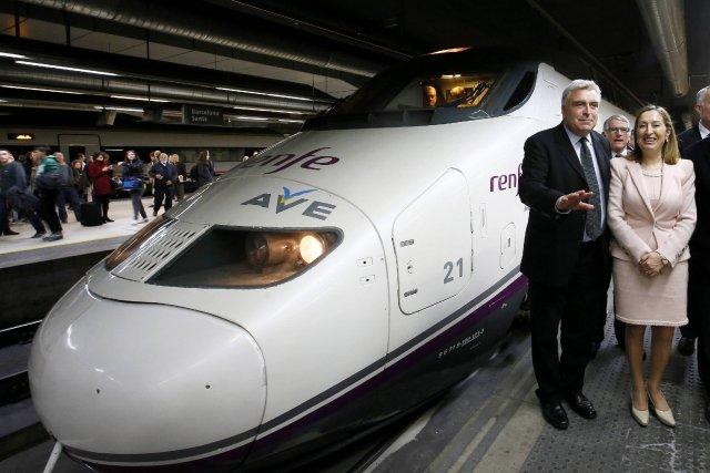 Le ministre français du transport, Frederic Couvillier, à... (Photo GUSTAU NACARINO, Reuters)
