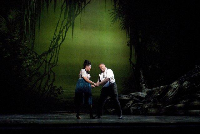 Measha Brueggergosman et Jonathan Lemalu, en Bess et... (Photo: fournie par l'Opéra de Montréal)