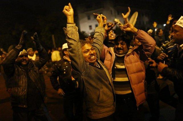 Les forces de l'ordre ont repoussé avec des... (Photo Reuters)