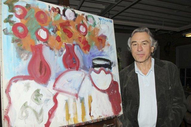 Robert De Niro à côté d'une toile de... (Photo: AP)