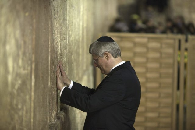 Durant sa visite au Mur des lamentations, c'est... (AHMAD GHARABLI)