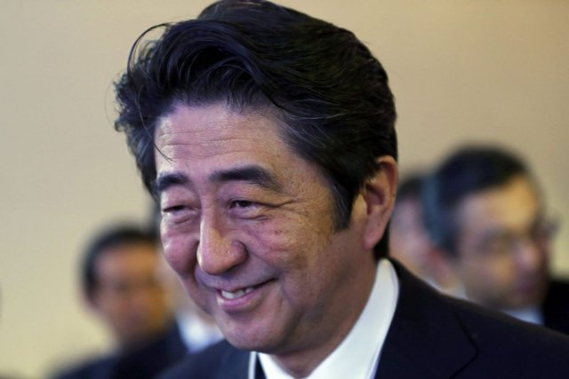 Shinzo Abe... (PHOTO DENIS BALIBOUSE, REUTERS)