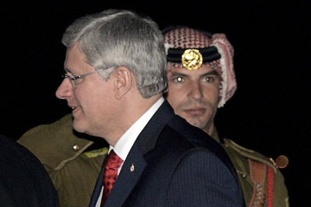 Stephen Harper à son arrivée à Amman en... (Photo La Presse Canadienne)