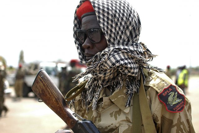 Un soldat de l'Armée populaire de libération du... (PHOTO CHARLES LOMODONG, AFP)