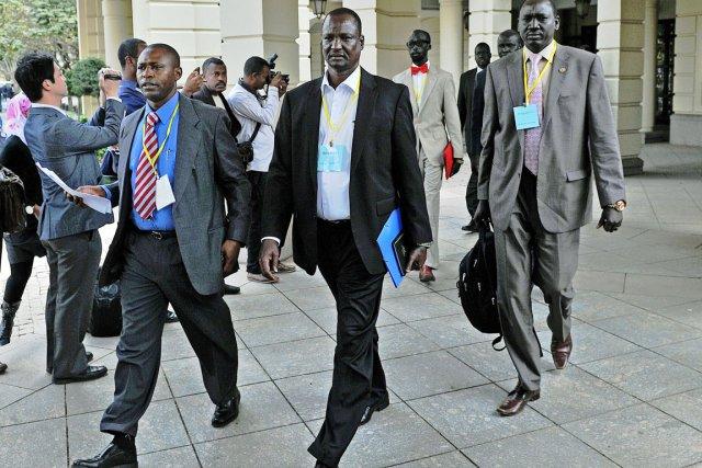 Le contraste entre le confort des négociations (au... (PHOTO CARL DE SOUZA, AFP)