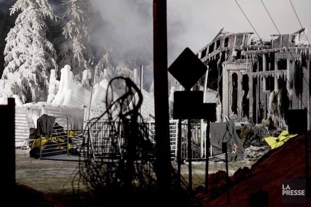 Tout ce qui reste des balcons de la... (Photo Alain Roberge, La Presse)