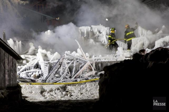 Les décombres glacés de la Résidence du Havre.... (Photo Alain Roberge, La Presse)