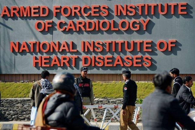 Le «Général Musharraf» est soigné dans un hôpital... (PHOTO FAROOQ NAEEM, AFP)