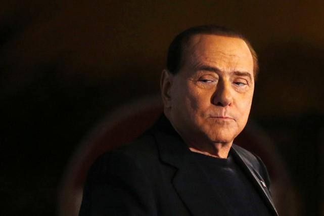 Silvio Berlusconitravaillera dans un centre consacré aux personnes... (PHOTO ALESSANDRO BIANCHI, ARCHIVES AP)