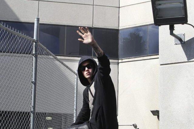 Justin Bieber quitte le centre correctionnel Turner Guilford... (Photo: AP)