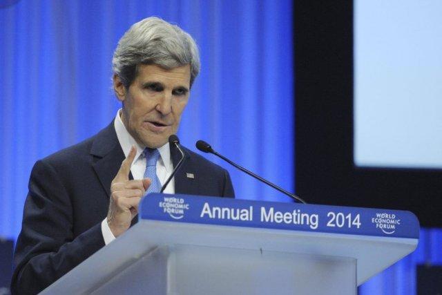 John Kerry a évoqué devant le Forum économique... (PHOTO ERIC PIERMONT, AFP)