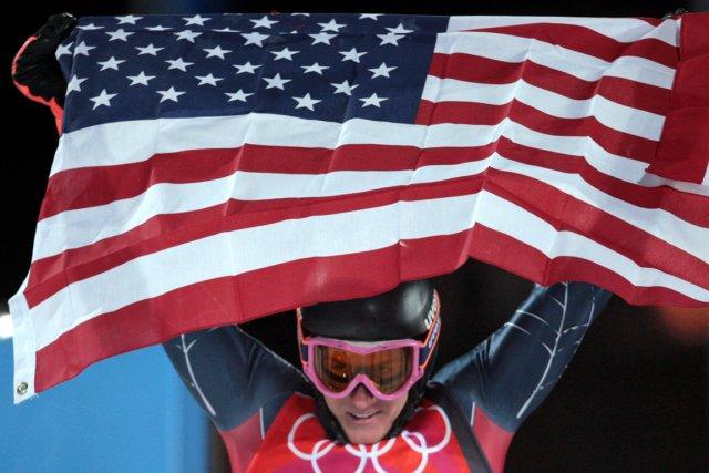 Un athlète américain après la victoire à une... (Photo Fabrice Coffrini, AFP)