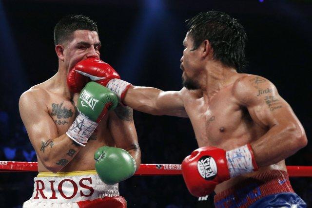 Manny Pacquiao frappe d'une puissante droiteBrandon Rios lors... (Photo Vincent Yu, archives AP)