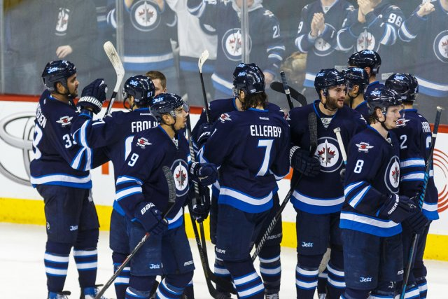 Les Jets de Winnipeg en liesse.... (Photo Shawn Coates, USA TODAY Sports)
