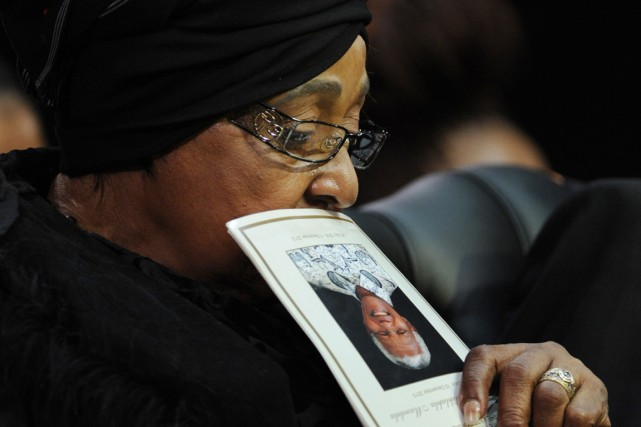Winnie Madikizela-Mandela a assisté aux funérailles de son... (PHOTO ARCHIVES ASSOCIATED PRESS)