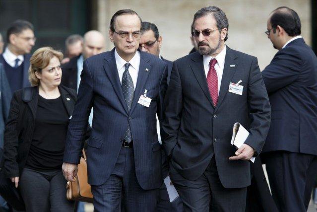Louai Safi (à gauche), un des négociateurs de... (PHOTO SALVATORE DI NOLFI, AP)