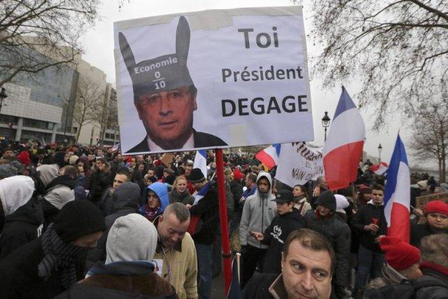 Les organisateursont appelé François Hollande à se retirer... (PHOTO PHILIPPE WOJAZER, REUTERS)