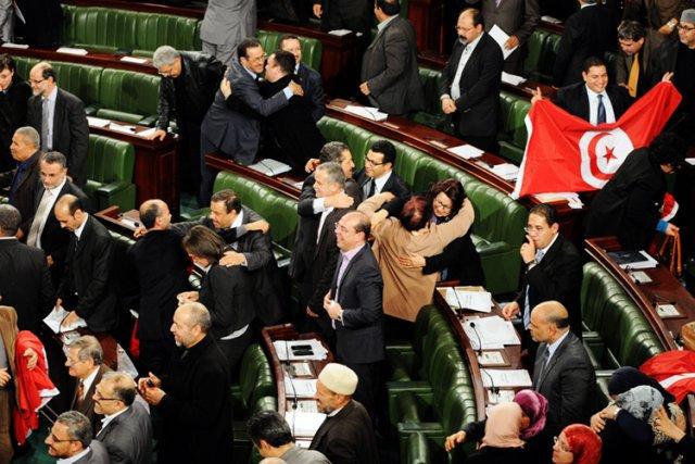 Cette Constitution consacre un exécutif bicéphale et accorde... (Photo: AFP)