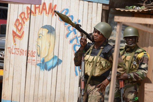Des soldats de la MISCA patrouillant à Bangui,... (PHOTO ISSOUF SANOGO, AFP)