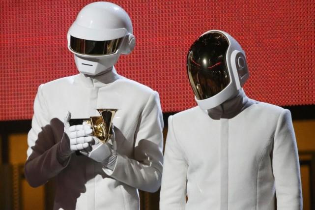 Daft Punk lors de la cérémonie de remise... (PHOTO ARCHIVES REUTERS)