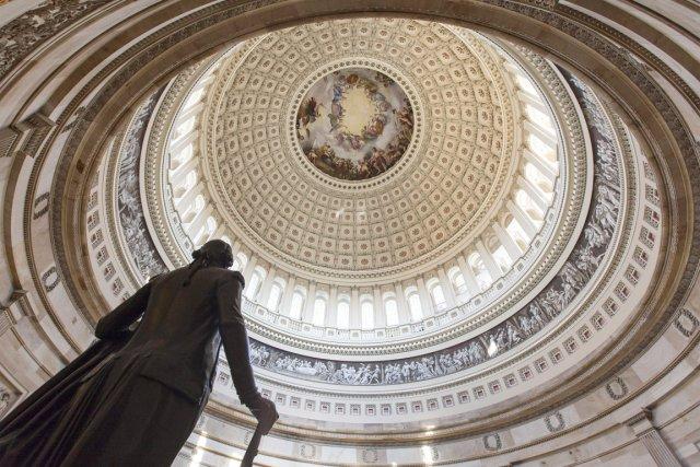 Les parlementaires doivent régulièrement relever cette limite pour... (PHOTO J. SCOTT APPLEWHITE, AP)