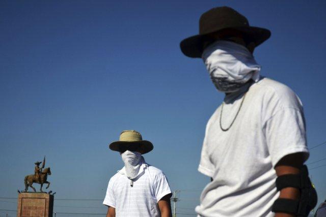 La police et l'armée tolèrent largement les miliciens... (Photo: Reuters)