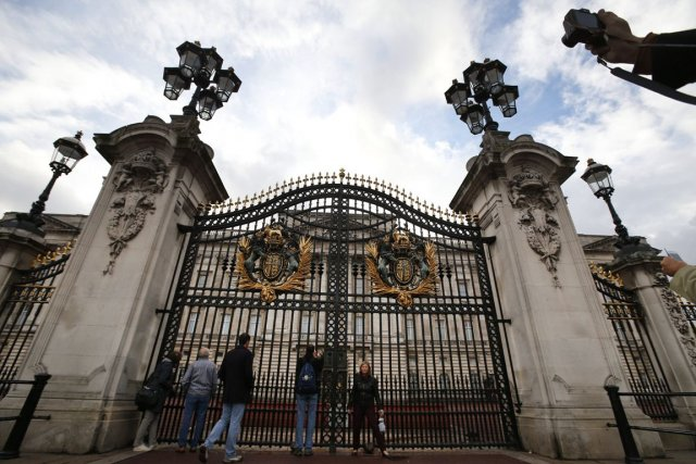 Au palais de Buckingham à Londres, résidence principale... (PHOTO ARCHIVES ASSOCIATED PRESS)