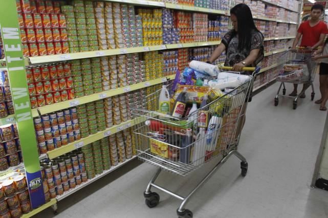 Les prix alimentaires, dans le rouge au cours... (PHOTO ROMEO RANOCO, ARCHIVES REUTERS)