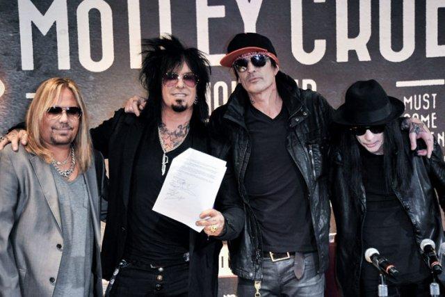 Le groupe, composé de quatre membres -- le... (Photo: AP)